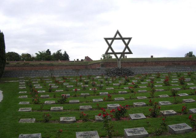 Pomník před bývalým ghettem v Terezíně v České republice