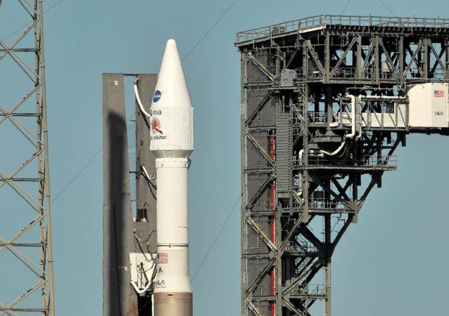 Raketa Atlas V se sondou Solar Orbiter