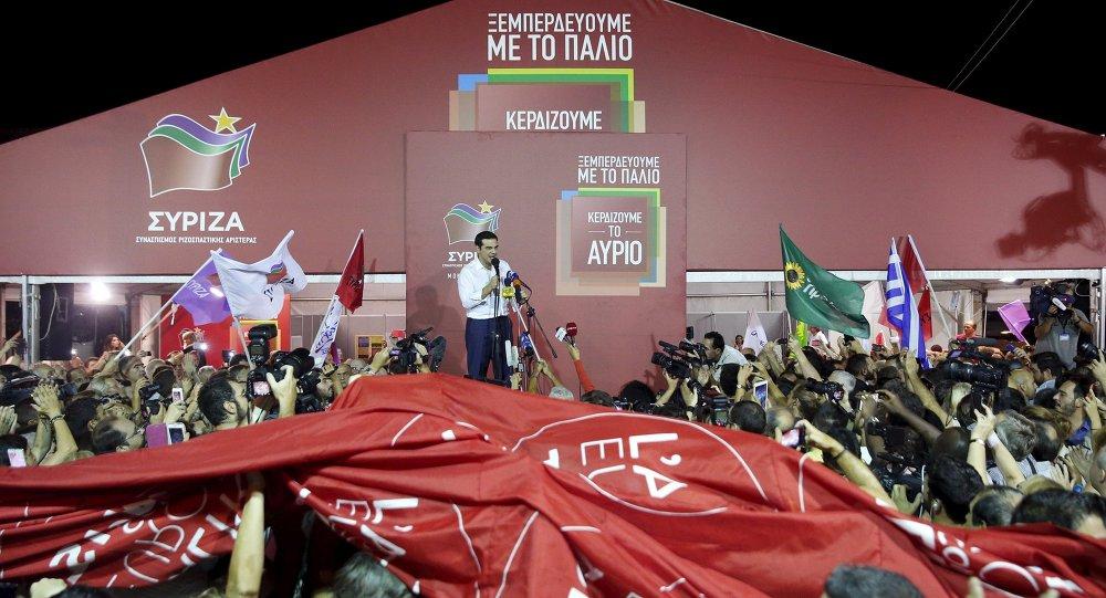 Alexis Tsipras vystupuje před stoupenci Syrizy