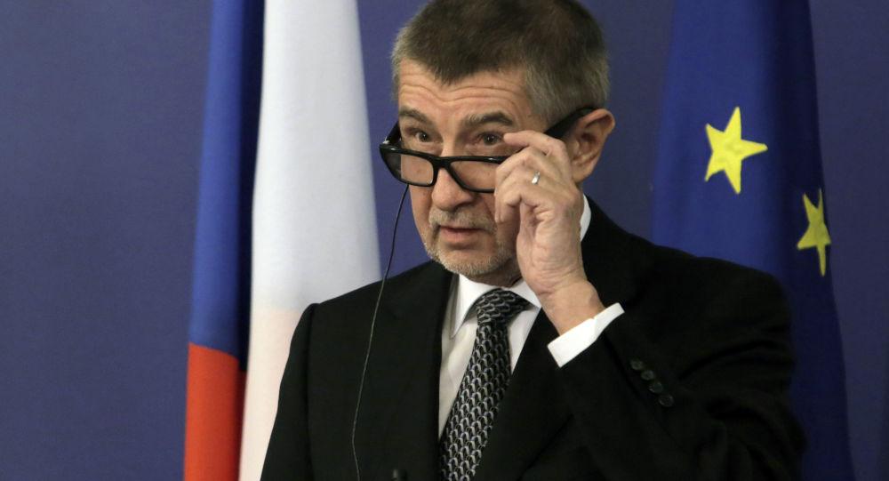 Odvolá Babiš Petříčka, aby si udržel komunisty? Premiér dal jasnou odpověď