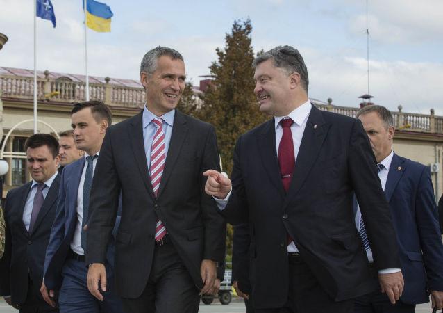 Jens Stoltenberg a Petro Porošenko