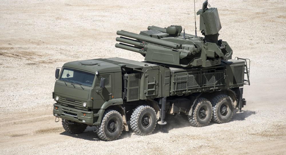 Hybridní samohybný protiletadlový systém krátkého a středního dosahu Pancir-S1
