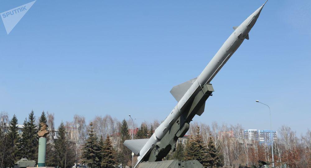 """NI: Sovětská S-75 pohřbila americký """"super bombardér"""""""