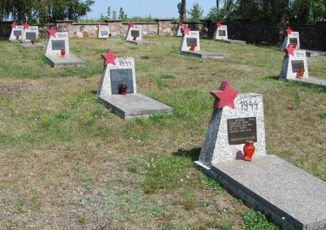 Hřbitov sovětských vojáků. Ilustrační foto