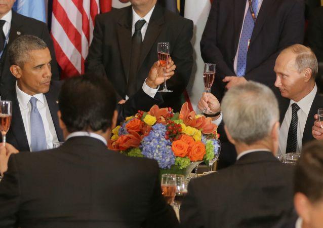 Rozhovor Obamy a Putina se uskutečnil v rámci Valného shromáždění OSN v New Yorku, trval půldruhé hodiny místo plánovaných 50 minut. Tato jednání ovšem nepřinesla průlom v řešení ostrých regionálních problémů, znamenala ale, že došlo k obnovení dialogu na nejvyšší úrovni