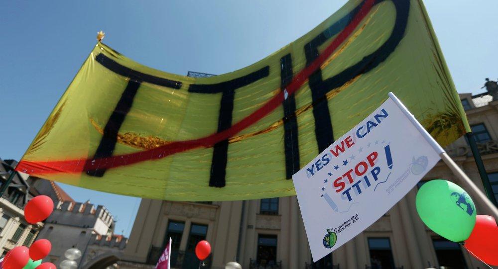 Demonstrace proti TTIP v Mnichovu