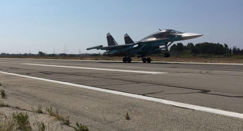 Stíhácí bombardér Su-34 na základně Hmeimim