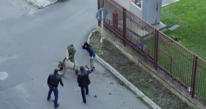 Ruský voják si spletl natáčení filmu s reálným životem