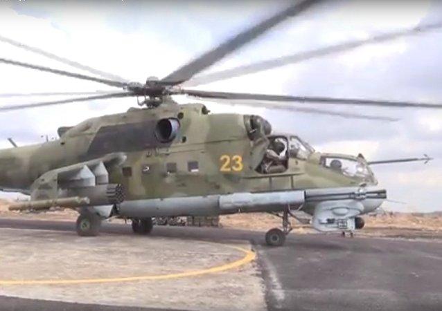Vrtulníky Mi-24 hlídají ruskou základnu v Sýrii. VIDEO
