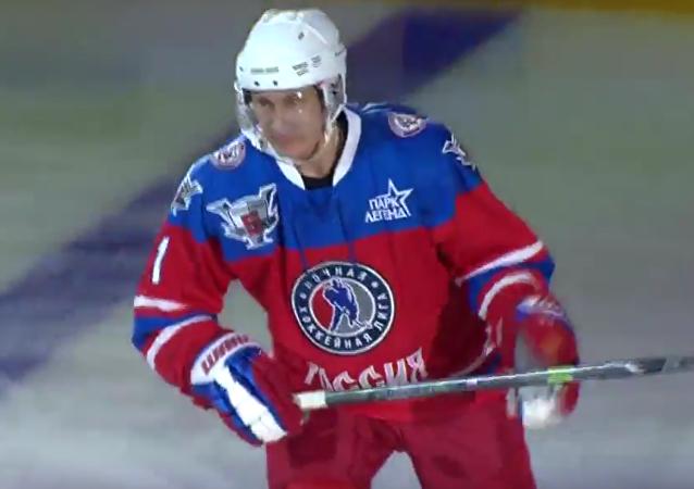 Putin hraje hokej v NHL