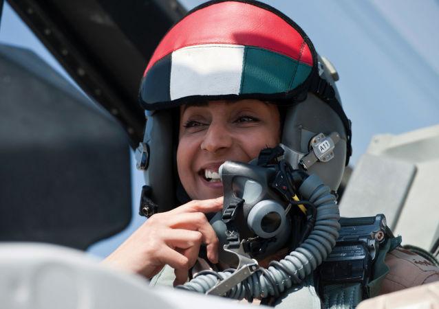 Pilotka vojenského letectva SAE Mariam Mansúri na F-16