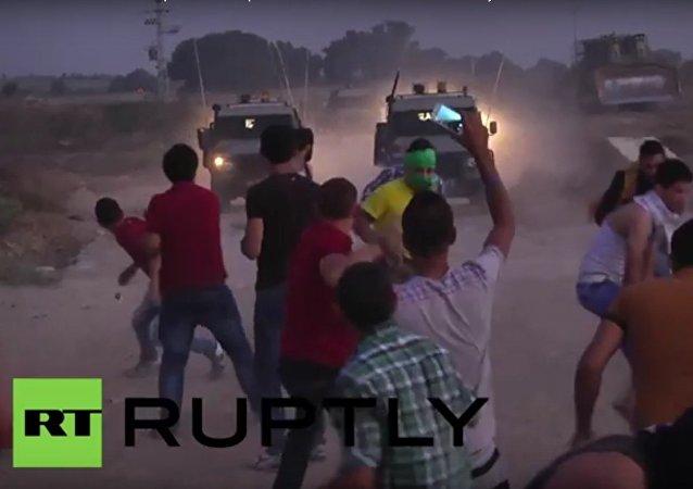Praky proti buldozeru: střety Arabů a Izraelců v Gaze