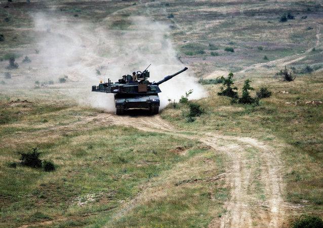 Tank M1A2 Abrams na cvičení