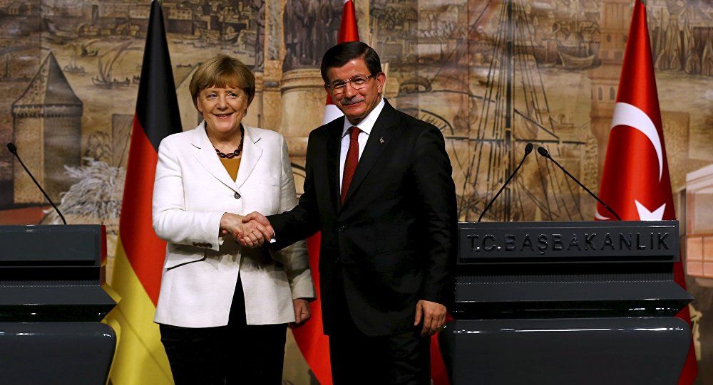 Angela Merkelová a Ahmet Davutoglu v Istanbulu