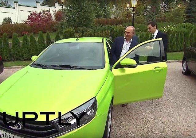Putin testoval nový vůz Lada Vesta