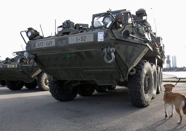 Americká vojenská technika v Lotyšsku