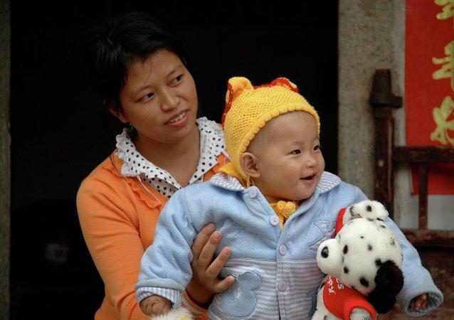 Číňanka s dítětem