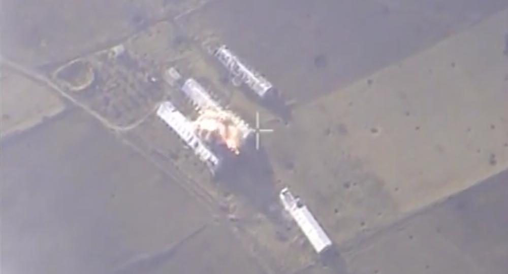 Ruské letectvo útočí na závody teroristů v Sýrii. VIDEO