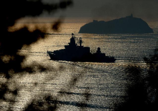 Vlajková loď Tichomořské flotily gardový raketový křižník Varjag