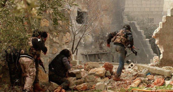 Příslušníci opozice nedaleko Aleppa
