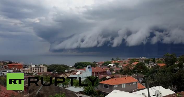 Hrozný přírodní jev: Mraky podobné tsunami v nebi nad Sydney