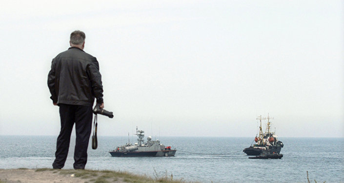 Ukrajinský raketový člun Priluki a tanker Fastov