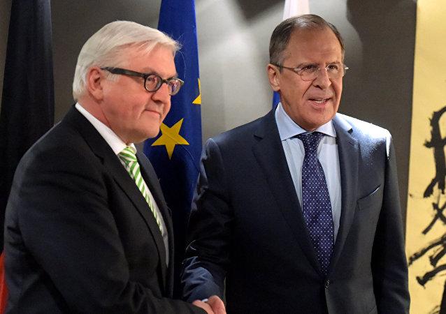 Frank Walter Steinmeier a Sergej Lavrov
