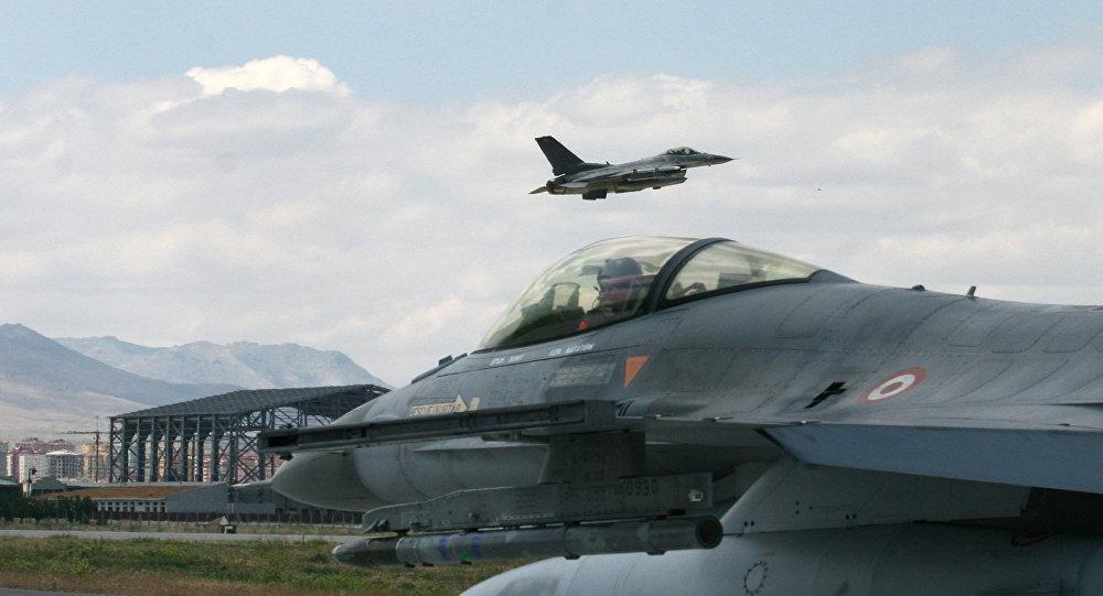 Turecké stíhačky F-16. Ilustrační foto