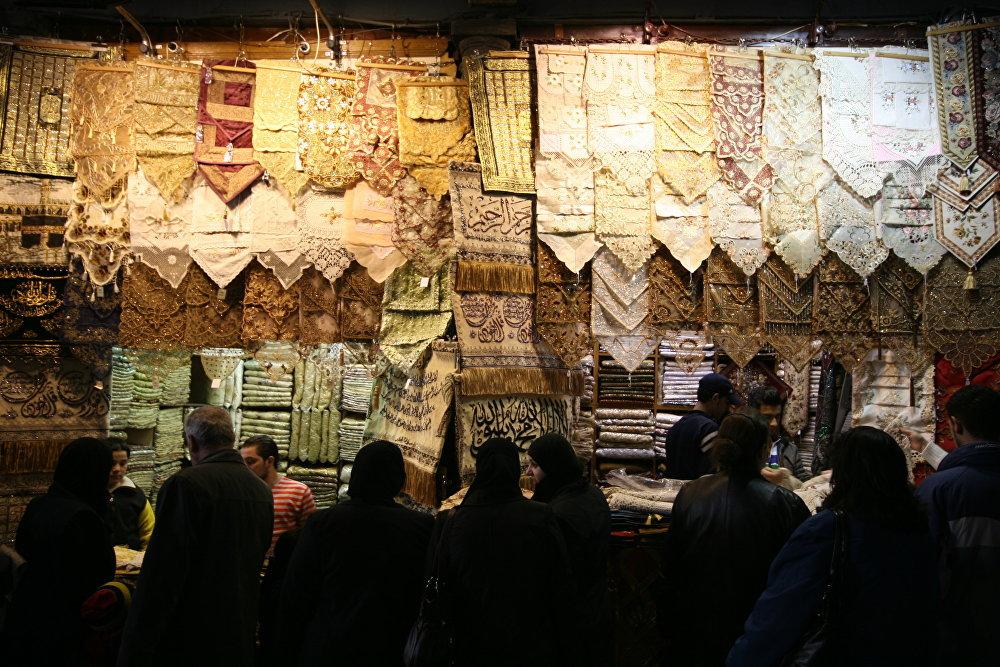 Největší zastřešené tržiště v zemi Souq al-Hamidiyah.