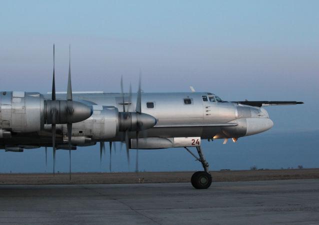 Tupolev Tu-95 je strategický čtyřmotorový turbovrtulový bombardér