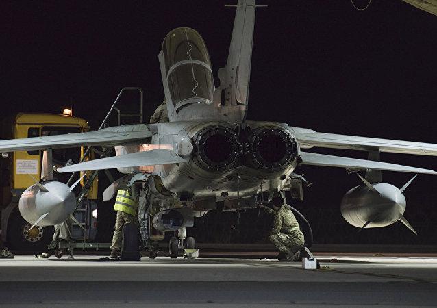 Britská stíhačka na letecké základně na Kypru