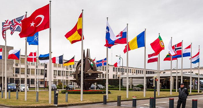 Vlajky NATO v Bruselu