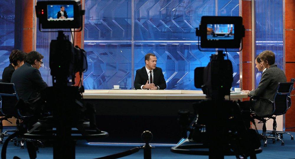 Ruský premiér Dmitrij Medveděv během interview pro ruské televizní kanály