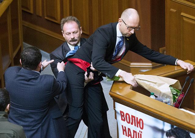 Útok na Jaceňuka v Radě