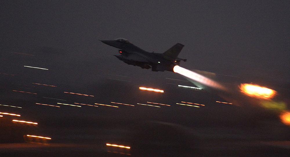 Americký F-16 v Turecku