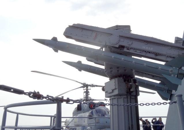 Moskva je určena k podpoře protivzdušné obrany, na to má 64 rakety třídy S-300
