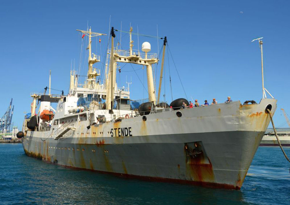 Pátrací operace v oblasti katastrofy trauleru v Ochotském moři