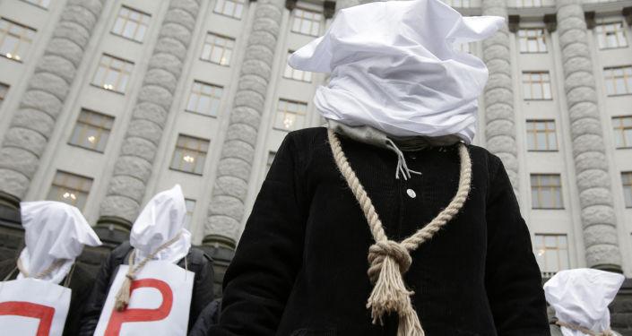 Protestní akce před budovou ukrajinské vlády v Kyjevě