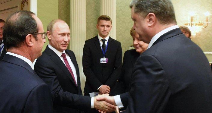Ruský prezident Vladimir Putin a ukrajinský prezident Petro Porošenko