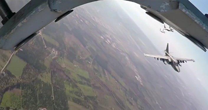 Společný bojový let ruských Su-25 a syrských MiG-29 v Sýrii