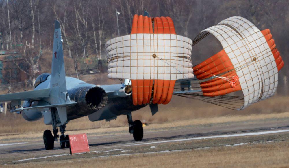 Letecký pluk v Přímoří dostal stíhačky Su-35S