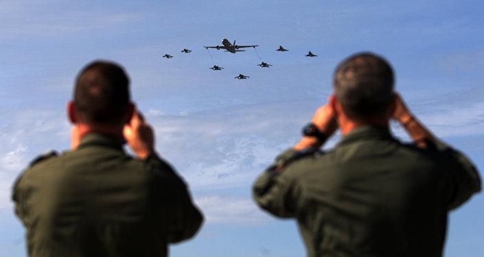 Vojáci NATO během zahájení vojenských cvičení Trident Juncture 2015
