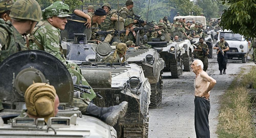 Kolona ruských vojsk na území Gruzie, 16. srpna 2008