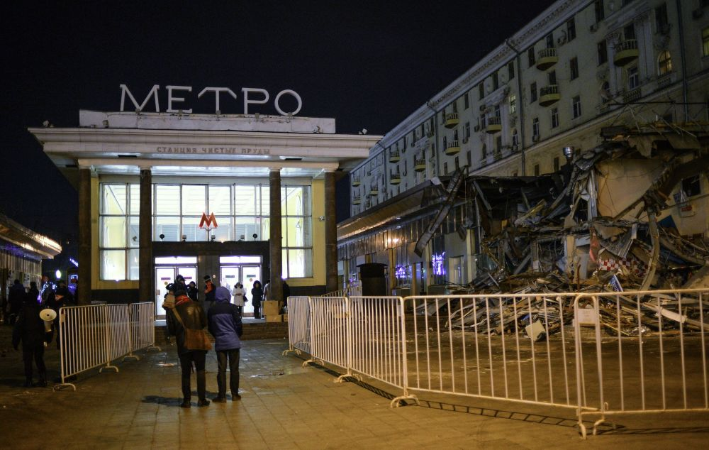 Jak se bourají krámky v Moskvě