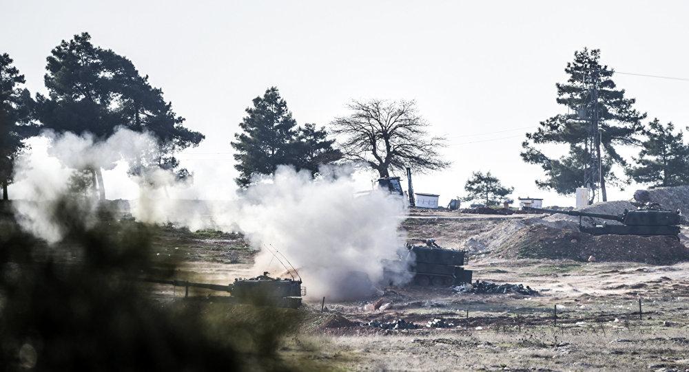 Turecké tanky ostřelují Sýrii