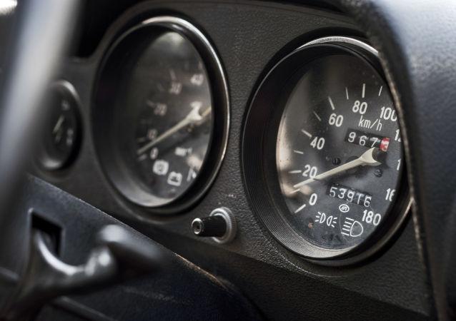 Palubní deska automobilu VAZ-2106