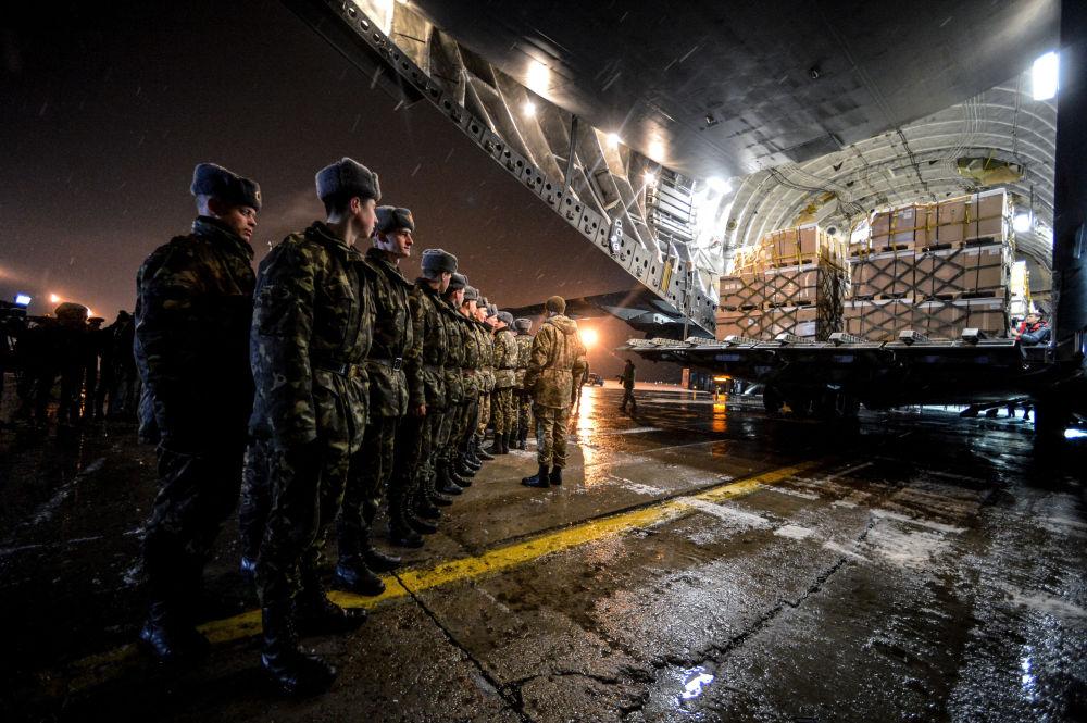 Vojenská uniforma pro ukrajinskou armádu v kanadském Boeingu