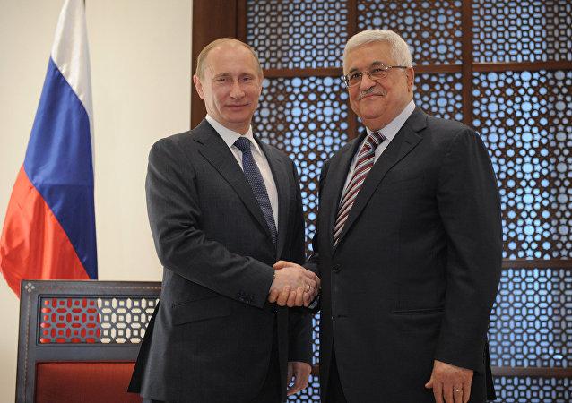 Vladimir Putin a Mahmúd Abbás