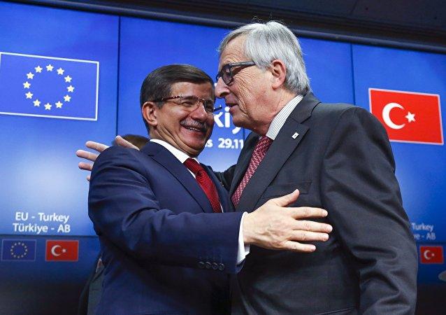 Ahmet Davutoglu a Jean Claude Juncker