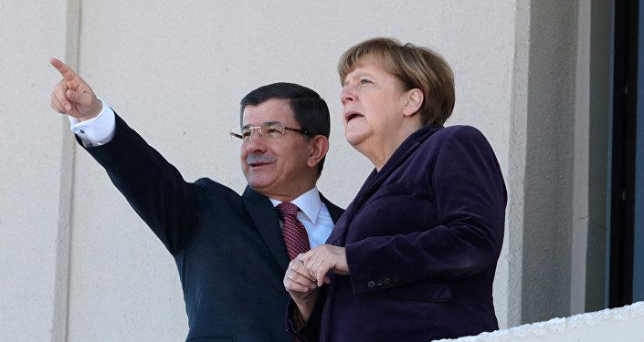Angela Merkelová a Ahmet Davutoglu